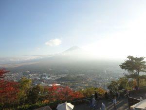 河口湖あたりから見た富士山